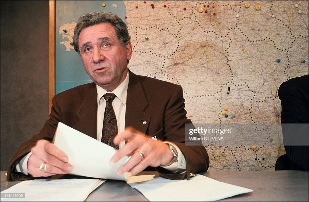 Press conference at French Football Federation (FFF) headquarters On November 30Th,1990 : News Photo