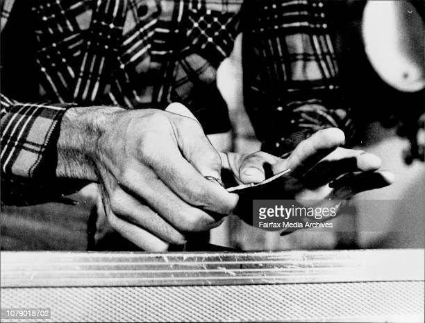 Press conference at the arrived in Australia early todayUri with a house key he bent in front of the media Uri's fingers at work during the key...