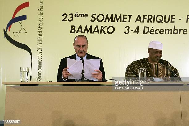 Press Conference At The End Of The 23Rd AfricaFrance Summit On December 4Th 2005 In Bamako Mali Here French President Jacques Chirac And Amadou...