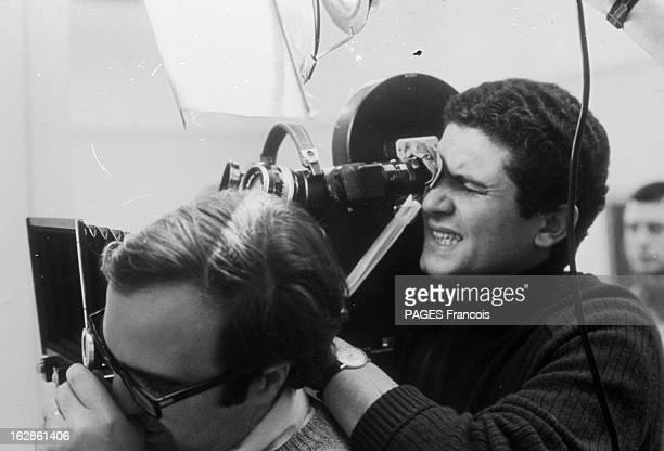 Press Conference Of Claude Lelouch And Shooting France 13 avril 1967 le réalisateur producteur scénariste et cadreur Claude LELOUCH vient de...