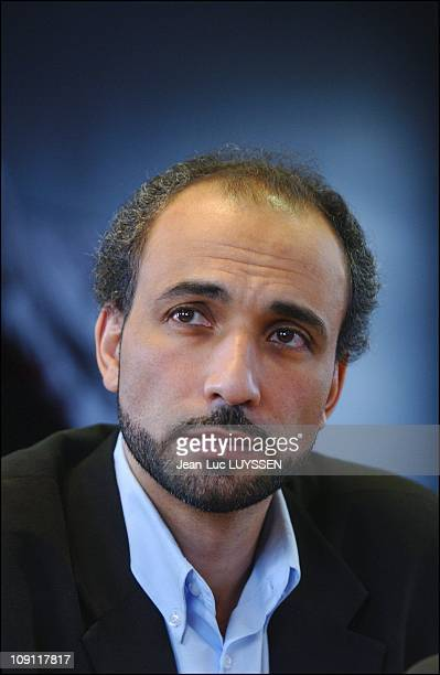 Press Conference Of Tariq Ramadan During The 'Forum Social Europeen' In Paris On November 14 2003 In Ivry Sur Seine France