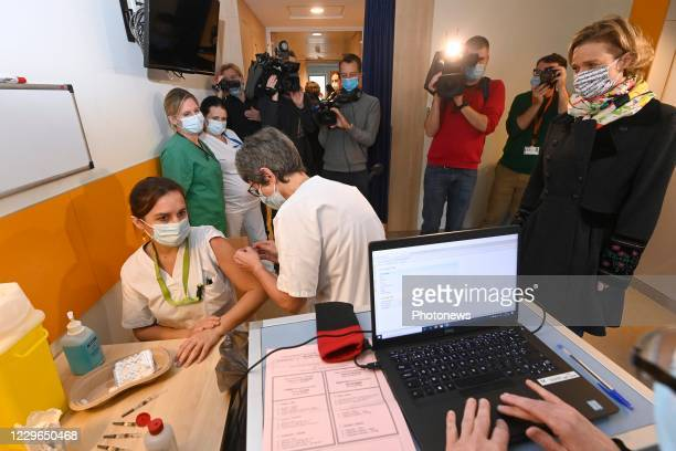 Press moment on the occasion of Vaccine Day for the staff of the CHU Saint-Pierre in the presence of Princess Delphine of Saxe-Coburg. The CHU...