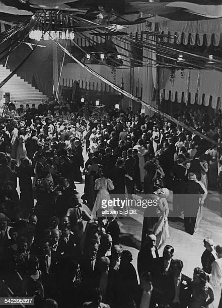 Presseball Berlin, Februar 1938: Blick in den 'Frühlingsbereich' des Marmorsaals