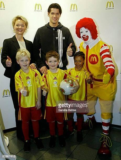 Pressegespraech Muenchen Fussball Programm mit Michael Ballack und McDonald's vlDirektorin Kommunikation/Pressesprecherin Mc Donald's Ricarda RUECKER...