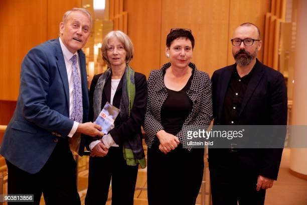 """Pressekonferenz bezüglich der Veranstaltungsreihe """"Kollaborationen"""", die vom 27. August bis zum 23. Oktober 2016 in Köln und Bonn stattfindet wird,..."""