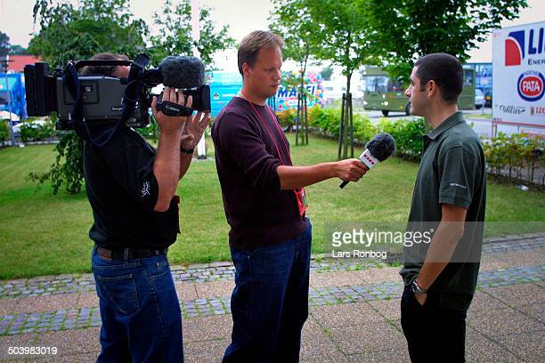 Pressemoede CSCTiscali Dennis Ritter og fotograf Asger Zangenberg fra Danmarks Radio TV Sporten i gang med interview med Laurent Jalabert CSCTiscali