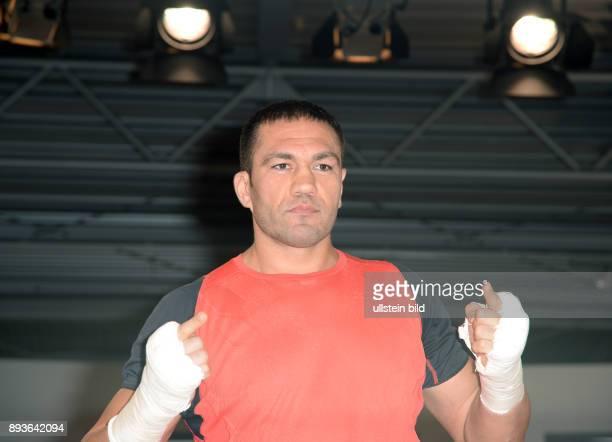 Pressetraining Kubrat Pulev bei Volkswagen Automobile Hamburg Kubrat Wenkow Pulew ist ein bulgarischer Boxer und ehemaliger Europameister im...
