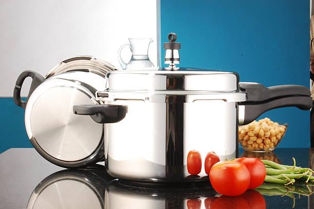 pressure cooker - 圧力鍋 ストックフォトと画像