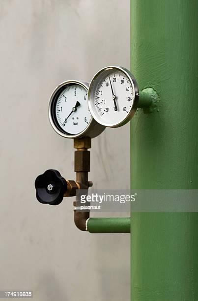 Druckmesser und Thermometer