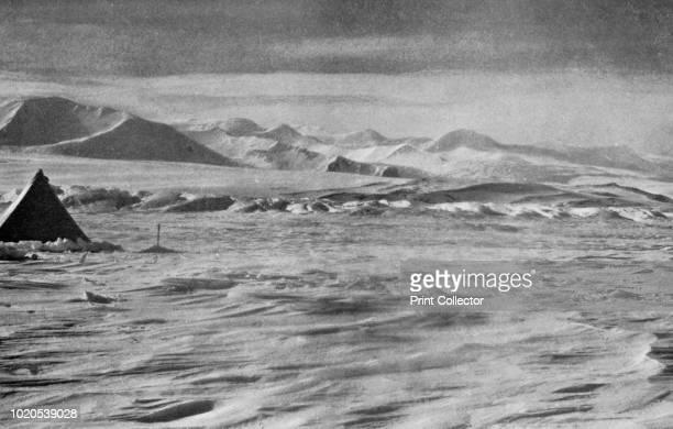 Pressure on the Beardmore Below the Cloudmaker Mountain' circa 1911 The final expedition of British Antarctic explorer Captain Robert Falcon Scott...