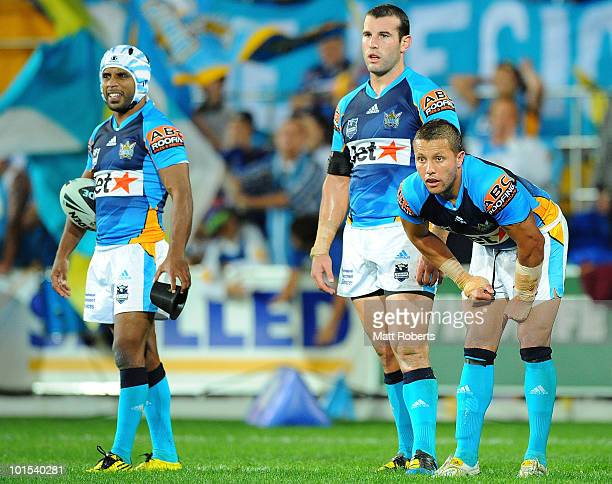 Preston Campbell Anthoney Laffranchi and Scott Prince of the Titans wait for the conversion during the round 12 NRL match between the Gold Coast...