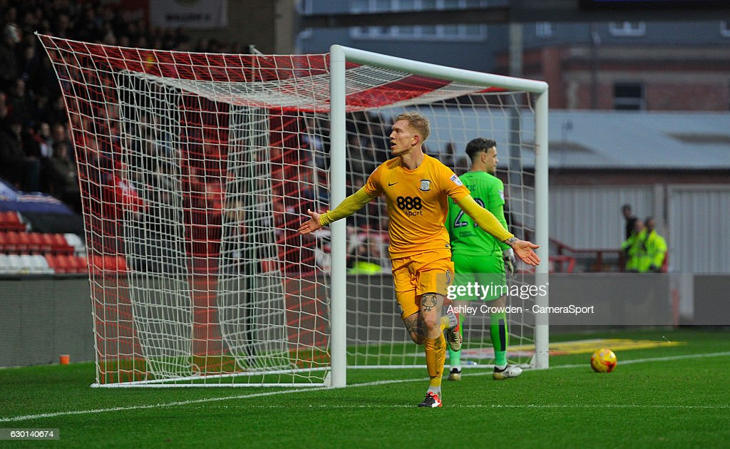 CELE - Preston North End's Simon Makienok celebrates scoring the opening goal during the Sky Bet Championship match between Bristol City and Preston North End at Ashton Gate on December 17, 2016 in Bristol, England.