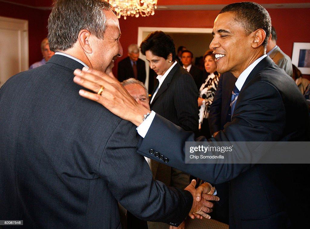 Obama Meets With His Economic Advisors In Washington : News Photo