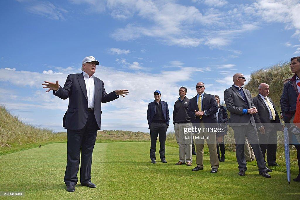 Donald Trump Visits His Golf Course in Aberdeen : Nachrichtenfoto