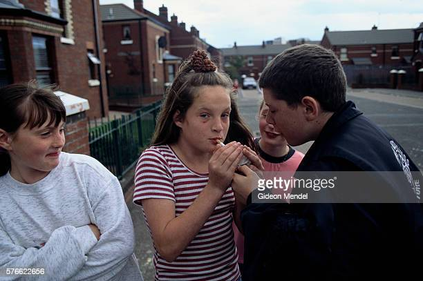 pre-teen children smoking in northern ireland - falls road stock pictures, royalty-free photos & images