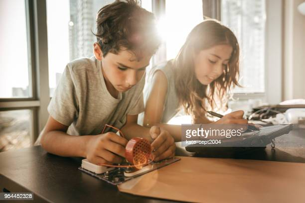 pre-teens building new robotic system - junior high student stock pictures, royalty-free photos & images