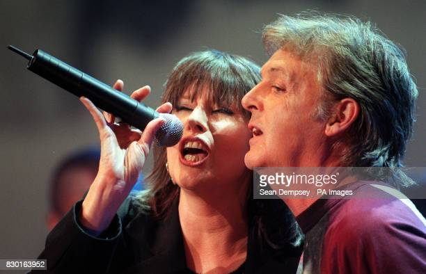 Pretenders singer Chrisse Hynde with Sir Paul McCartney perform during 'Here There and Everywhere' a charity concert at the Royal Albert Hall in...