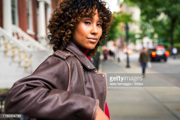 pretty african american girl in new york - new yorker building stock photos and pictures
