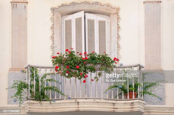 pretty andalucian balcony - 石造りの家 ストックフォトと画像