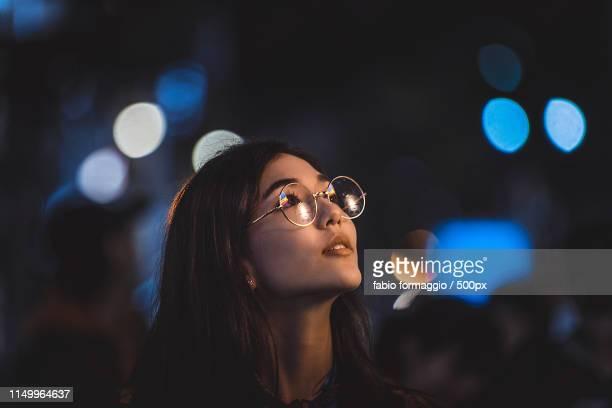 pretty asian woman portrait with led lights - musicien pop photos et images de collection