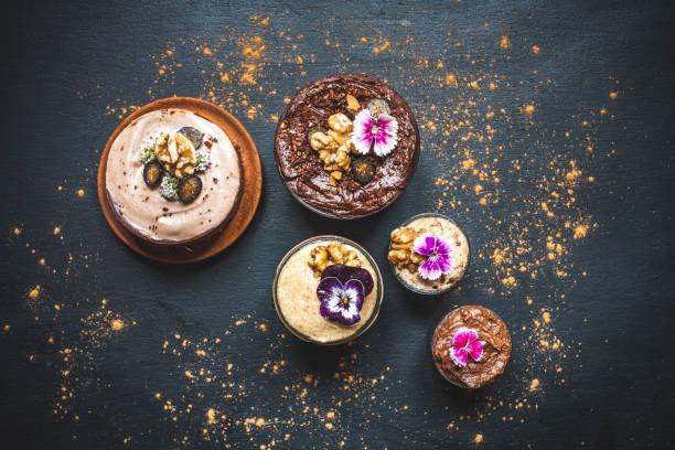 pretty chocolate and caramel breakfast pot clusters - 餐後甜品 個照片及圖片檔