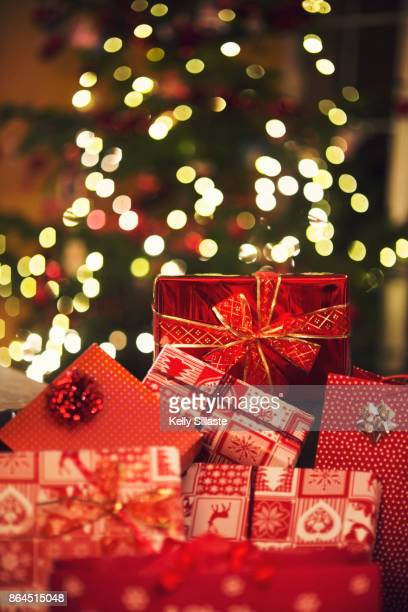 pretty christmas gifts - christmas gifts stock photos and pictures