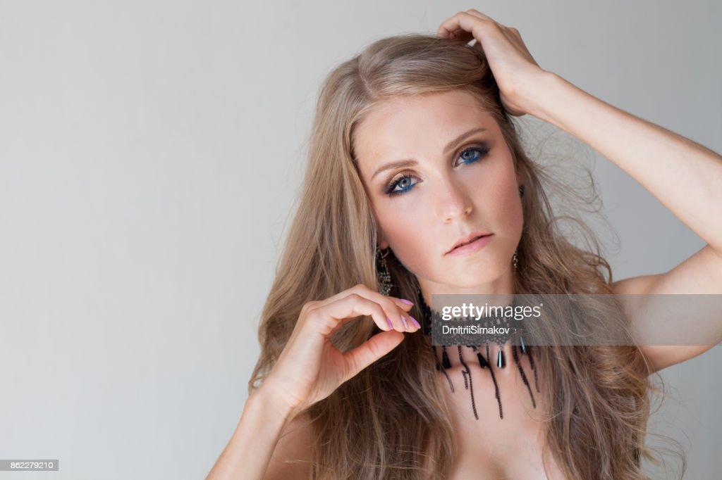 Blaue augen blond mädchen Stehen Mädchen