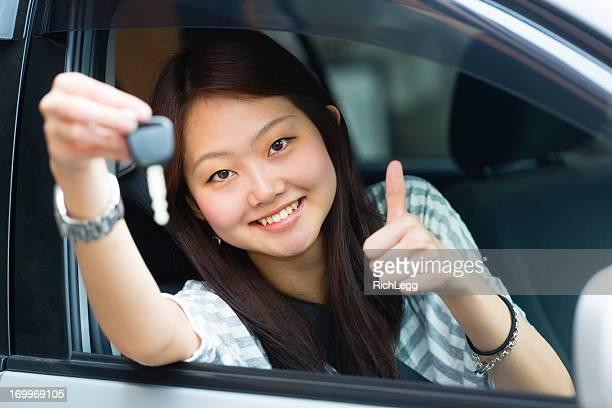 美しい日本の女性、お車の運転