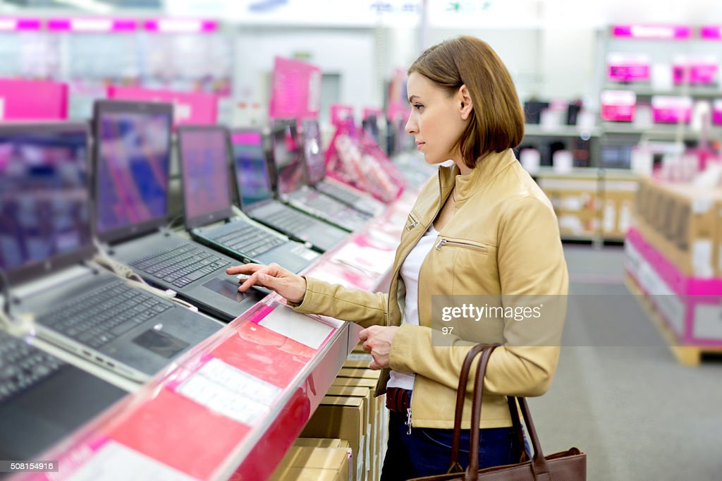 Pretty lady in retail computer store : Stock Photo