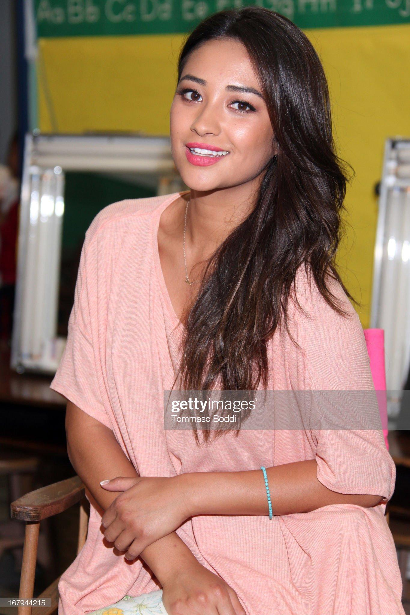 DEBATE sobre belleza, guapura y hermosura (fotos de chicas latinas, mestizas, y de todo) - VOL II - Página 7 Pretty-little-liars-star-shay-mitchell-joins-girl-power-day-to-give-picture-id167944215?s=2048x2048