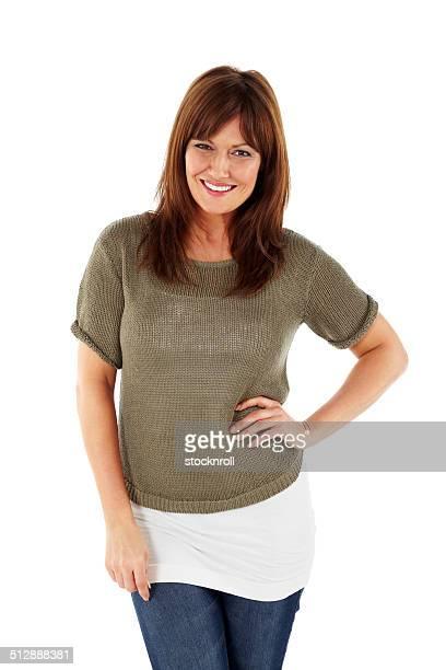 Jolie femme mature posant sur blanc