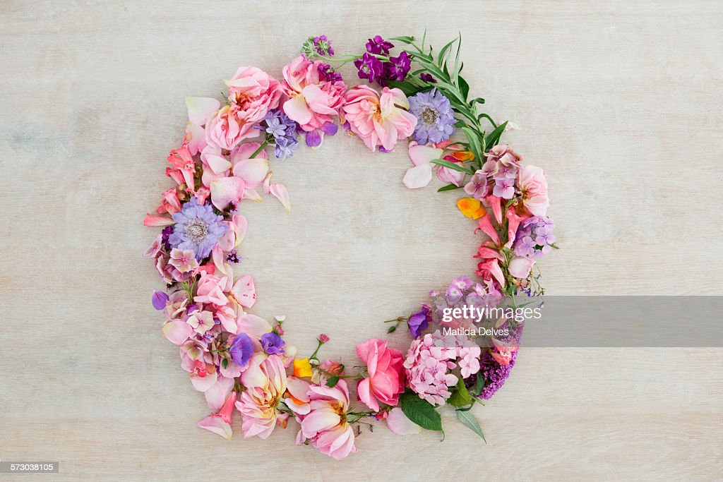 Pretty pastel pink and purple flower wreath : Stock Photo