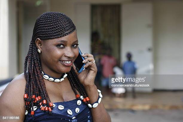 a pretty woman calling with a mobile phone - femme mali photos et images de collection