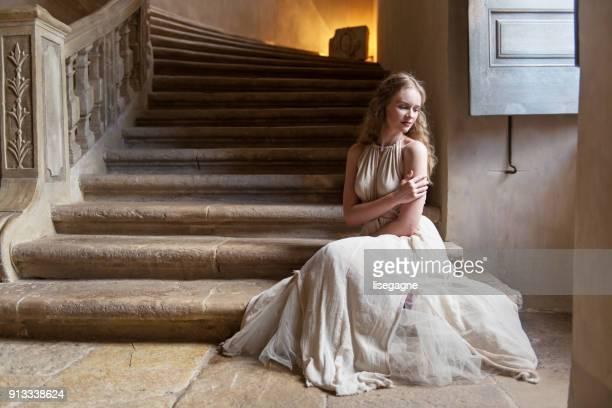 mulher bonita em um castelo - século xviii - fotografias e filmes do acervo