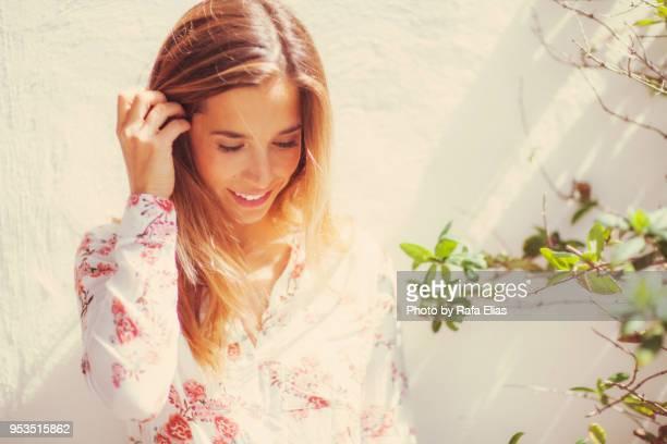 pretty woman looking down at the garden - down blouse stockfoto's en -beelden