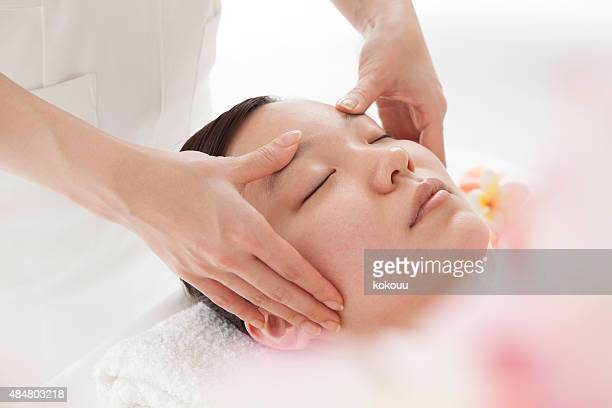 pretty woman receiving face massage - body massage japan stock pictures, royalty-free photos & images