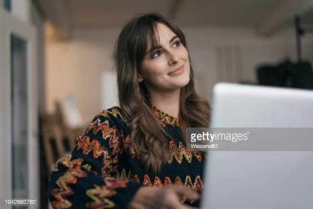 pretty woman using laptop - smiling stock-fotos und bilder
