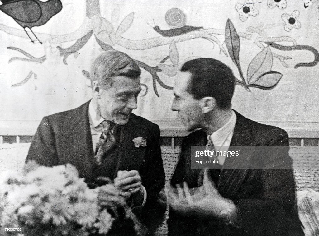 Pre-World War II. Berlin, Germany. 12th October, 1937. The Duke Of Windsor listens with amusement to Dr. Joseph Goebbels, German Propaganda Minister, at a party given in honour of the Duke and Duchess by Dr. Ley, Reich Labour Minister. : Nieuwsfoto's