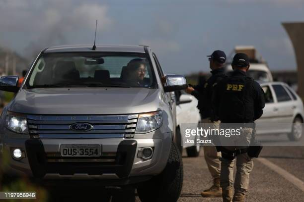 prf blitz on highway br 324 - war against drug traffic in latin america stock pictures, royalty-free photos & images