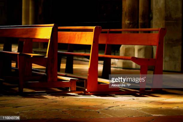 prie-dieu in saint maximin basilica - saint maximin la sainte baume stock pictures, royalty-free photos & images