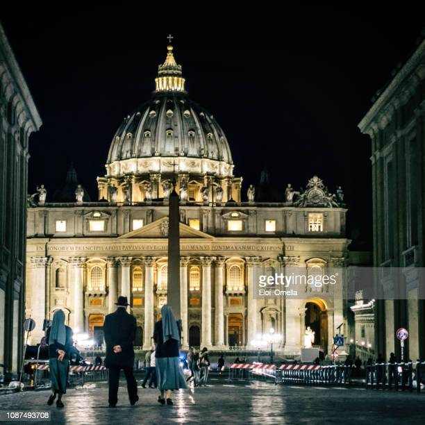 priest and nuns walking at night to vatican. rome - lazio foto e immagini stock