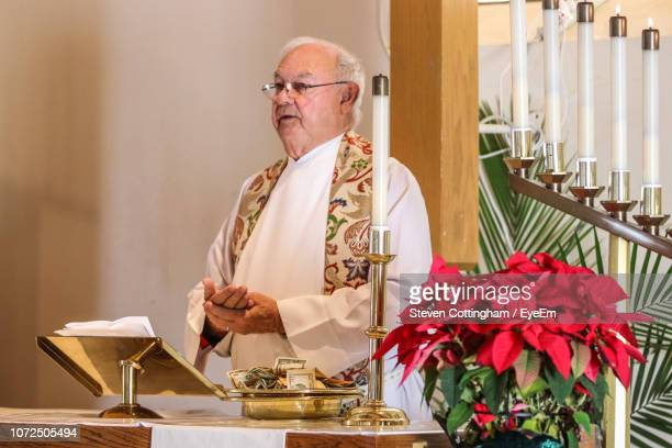 priest giving speech in church - steven cottingham stock-fotos und bilder