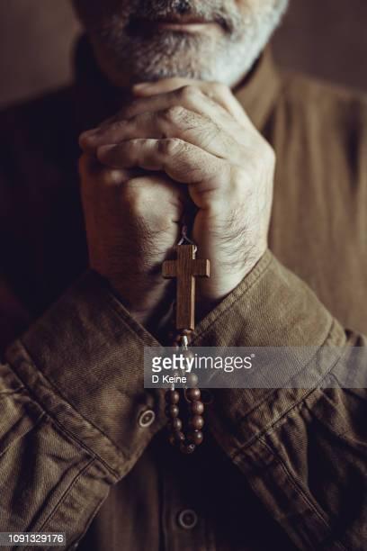 priest - domenica di pasqua foto e immagini stock