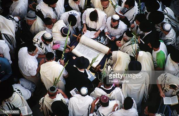 priestly blessing ceremony by the western wall at succot. - 仮庵の祭り ストックフォトと画像