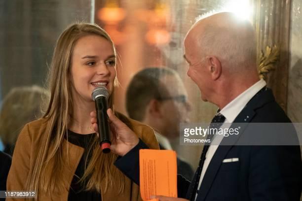 - Prijsuitreiking van de journalistieke wedstrijd Belgodyssee i.a.v. De Koning - Cérémonie de remise des prix du concours journalistique Belgodyssee...