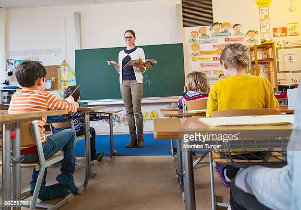 primary school class - educazione primaria foto e immagini stock