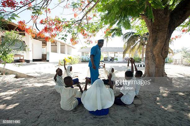 primary school. tanzania. africa - hugh sitton stock-fotos und bilder