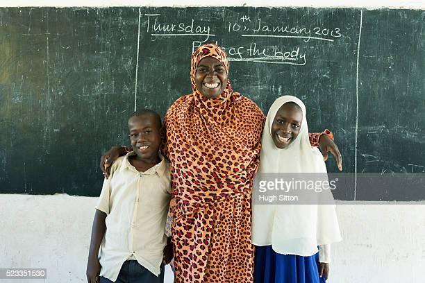 primary school. tanzania. africa - hugh sitton 個照片及圖片檔