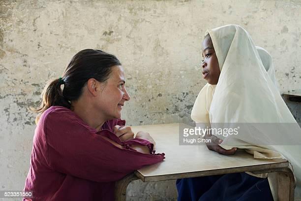 primary school. tanzania. africa - hugh sitton bildbanksfoton och bilder