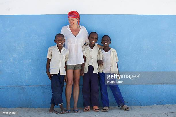 primary school. tanzania. africa - hugh sitton stock pictures, royalty-free photos & images